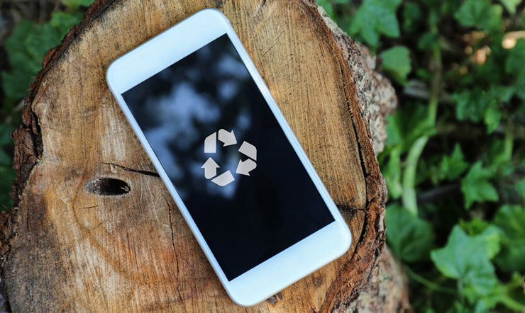 smartphone with recycle logo